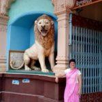 Em Nabadwip/Mayapur, Índia, em frente ao Templo