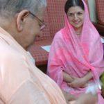 Com seu Mestre Espiritual indiano em Calcutá Índia