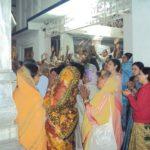 Na Índia participando de uma peregrinação na foto com muitas indianas e pessoas de todo o planeta