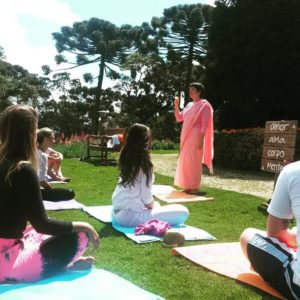 monja bianca toffani ensinando meditação
